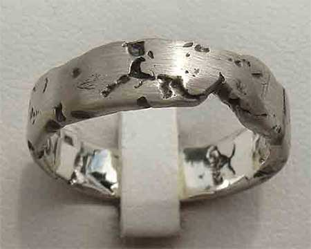 Rocky Texture Womens Wedding Ring